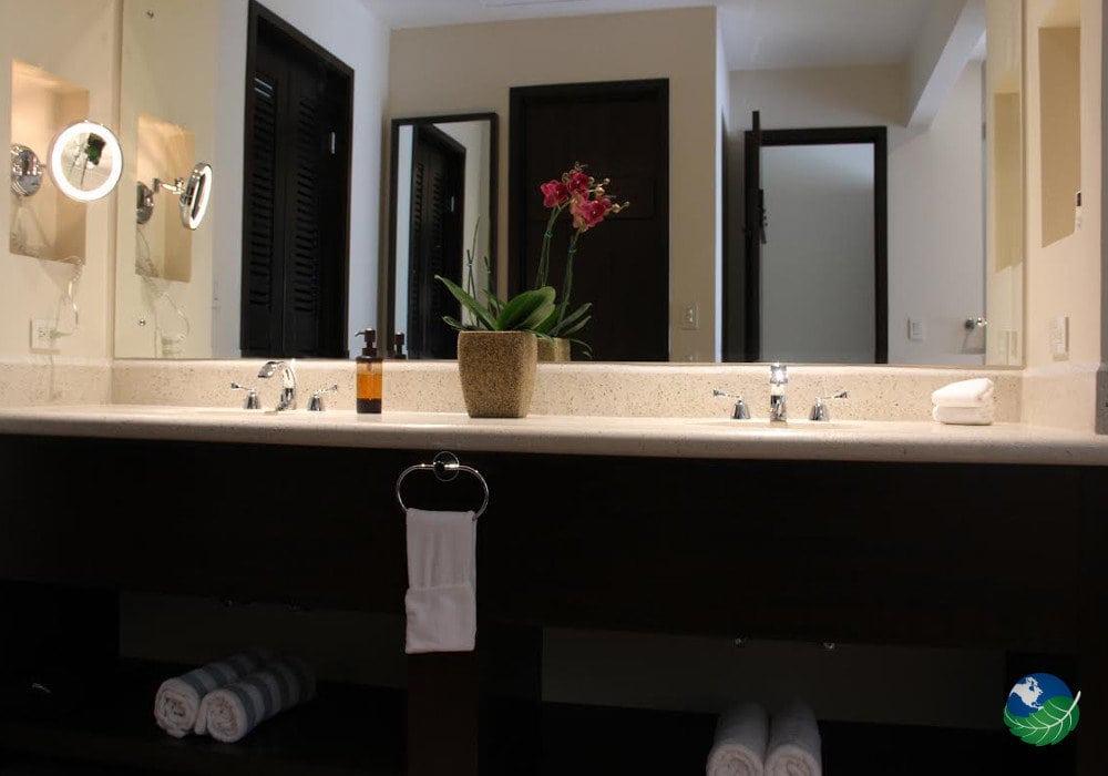 Casa Conde Beachfront Hotel Bathroom