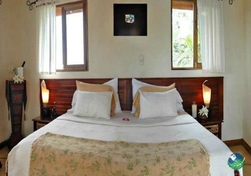 Los Altos de Eros King Size Bed