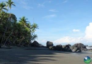Pavones-Beach-Rocks