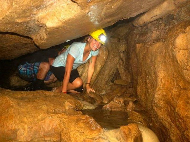 Venado Caves Feliz