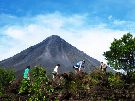 Arenal Volcano Hike y Hots springs