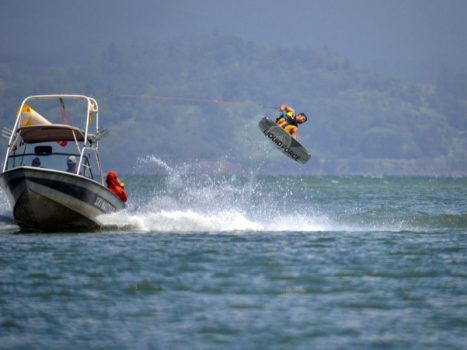 Wakeboarding in Arenal Adventure